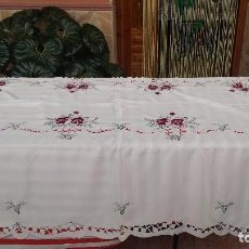 Antigüedades: PRECIOSA MANTELERIA DE 12 SERVICIOS. Lote 87700436