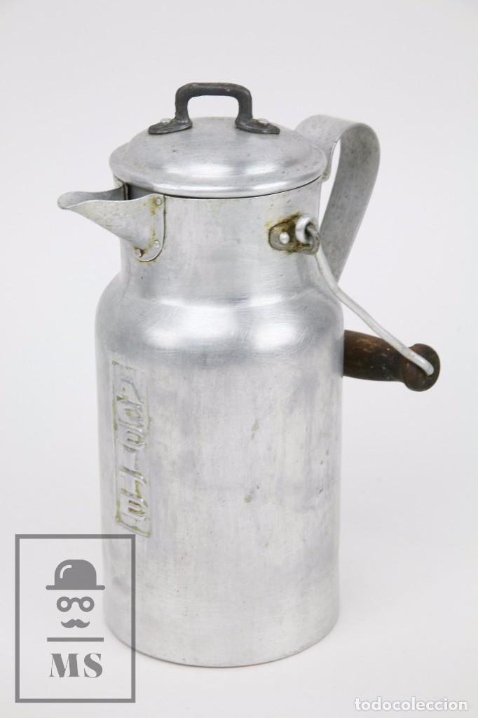ANTIGUA ACEITERA DE ALUMINIO - AÑOS 40-50 - MARCADA C EN LA BASE - ALTURA 25 CM (Antigüedades - Técnicas - Rústicas - Utensilios del Hogar)