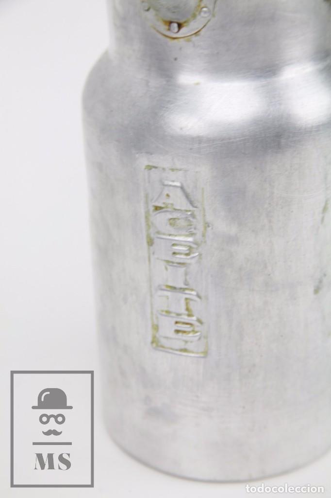 Antigüedades: Antigua Aceitera de Aluminio - Años 40-50 - Marcada C en la Base - Altura 25 cm - Foto 2 - 87712732