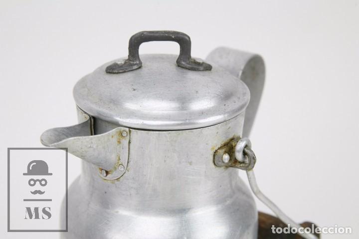 Antigüedades: Antigua Aceitera de Aluminio - Años 40-50 - Marcada C en la Base - Altura 25 cm - Foto 3 - 87712732