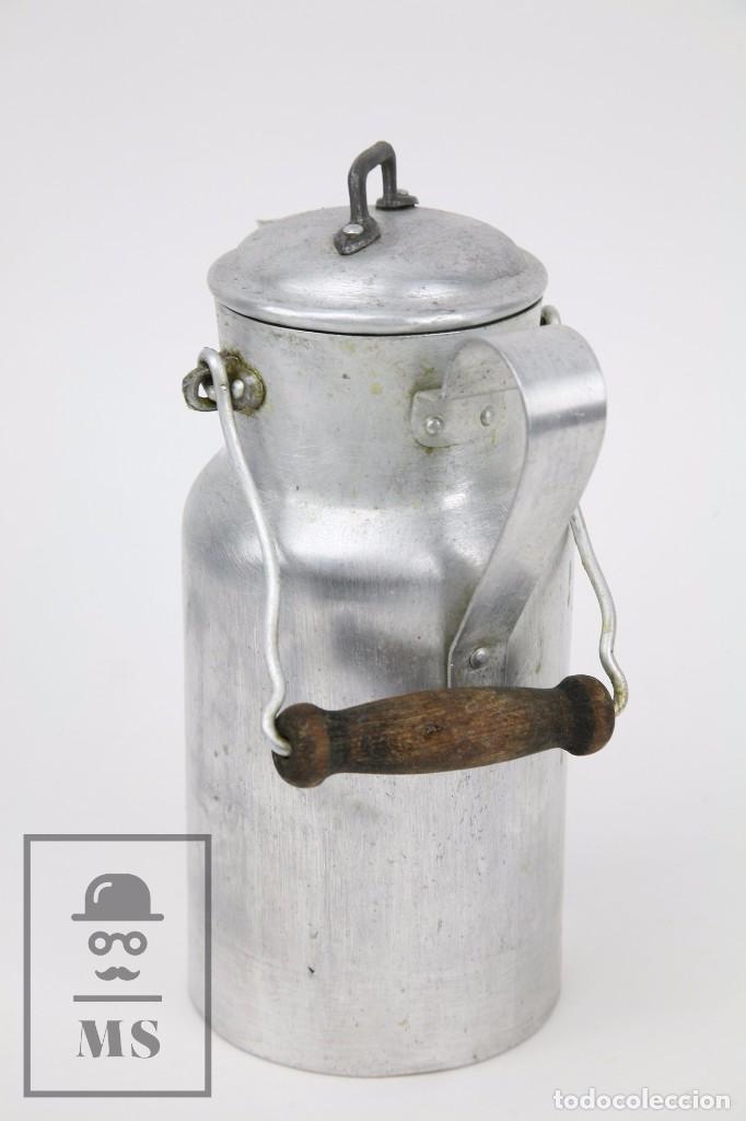 Antigüedades: Antigua Aceitera de Aluminio - Años 40-50 - Marcada C en la Base - Altura 25 cm - Foto 4 - 87712732