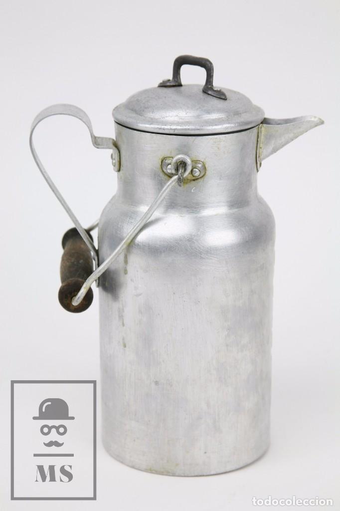 Antigüedades: Antigua Aceitera de Aluminio - Años 40-50 - Marcada C en la Base - Altura 25 cm - Foto 5 - 87712732