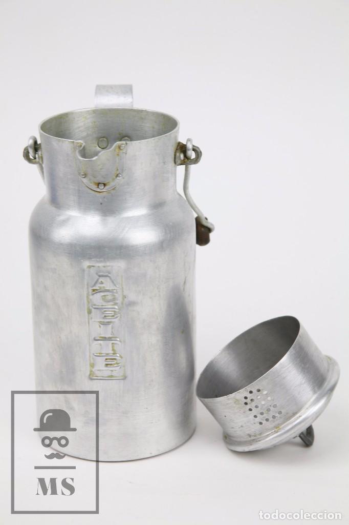 Antigüedades: Antigua Aceitera de Aluminio - Años 40-50 - Marcada C en la Base - Altura 25 cm - Foto 6 - 87712732