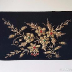 Antigüedades: ANTIGUO BOLSO BORDADO DE SEDA CON HILOS DE ORO, CANUTILLO CON PEDRERIA. Lote 87847808