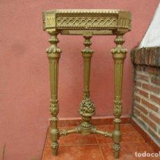 Antigüedades: CONSOLA EN MADERA TALLADA Y ACABADO EN PAN DE ORO SIGLO XVIII. Lote 87912324