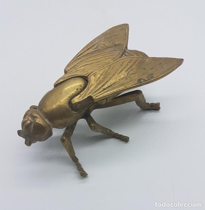 Antigüedades: Cenicero antiguo en forma de mosca hecho en bronce. - Foto 3 - 87922276