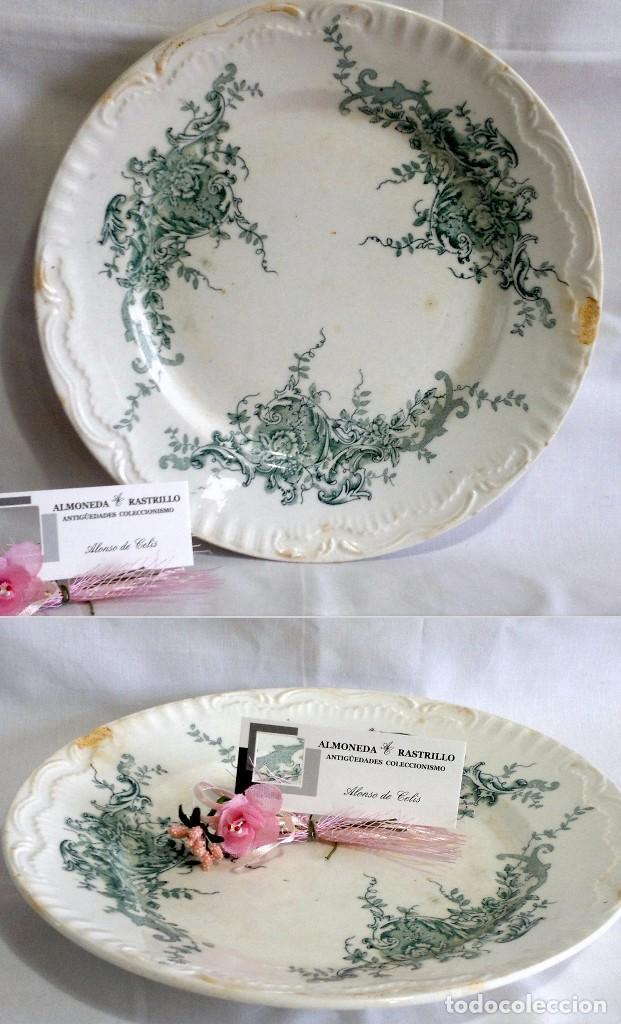 BONITO PLATO ANTIGUO EN LOZA DECORADO. SELLO EN TRASERA. (Antigüedades - Porcelanas y Cerámicas - Otras)