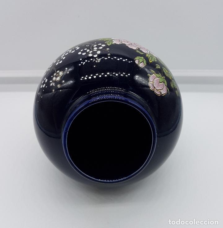 Antigüedades: Antiguo jarrón satsuma japones con carro de flores pintado a mano y sellado. - Foto 5 - 88131128