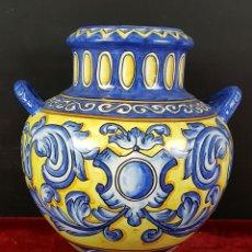 Antigüedades: JARRON EN PORCELANA ESMALTADA. MANISES. ESPAÑA. CIRCA 1950. . Lote 88139384