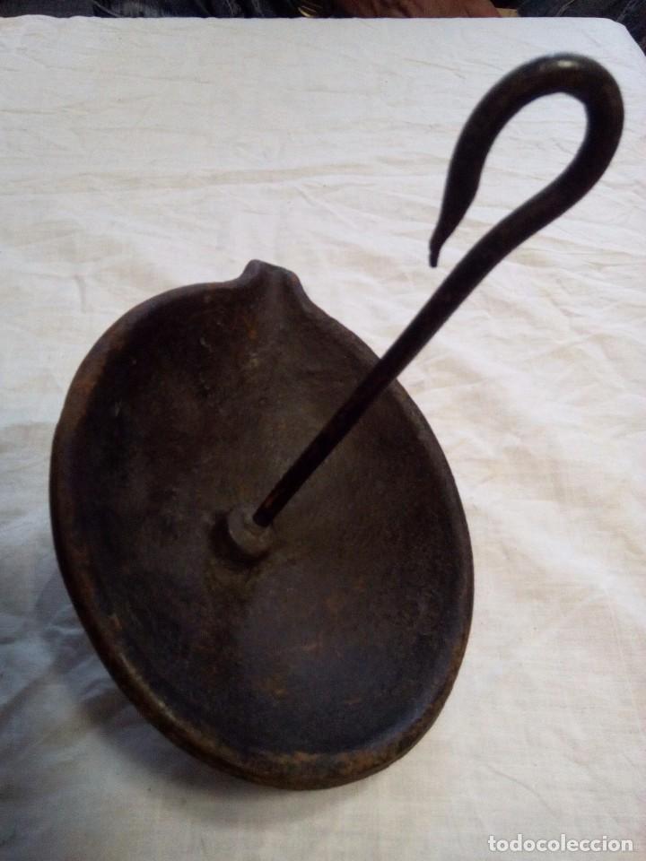 Antigüedades: Antiguo candil o lamparilla de aceite en hierro gancho para colgar - Foto 4 - 88152260