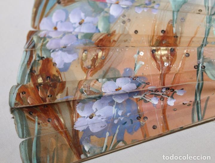 Antigüedades: ABANICO ART NOUVEAU EN HUESO TALLADO Y POLICROMADO, PAIS PINTADO Y CON LENTEJUELAS - SIGLO XIX - Foto 6 - 88182224