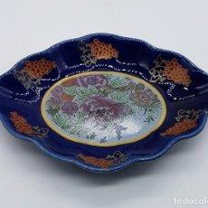 Antigüedades: BANDEJA ANTIGUA EN PORCELANA FINA DE JAPÓN SELLADA EN EL REVERSO.. Lote 88285672