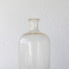 Antigüedades: BOTELLA ANTIGUA DE FARMACIA DE GRAN TAMAÑO 40,5 X 15 CM. Lote 88304724