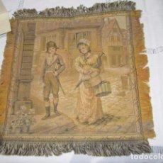 Antigüedades: PEQUEÑO TAPÍZ CON ESCENA GALANTE. 24 X 26 CMS.. Lote 88309752