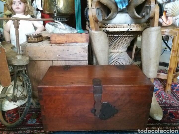 Antigüedades: PRECIOSA ARCA O CAJA ANTIGUA DE MADERA - Foto 2 - 88349783