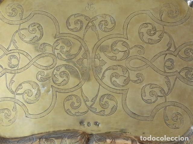 Antigüedades: Bandeja de plata batida con marcas de platero. Córdoba 1859. A. Castejón y J. de León. 42 cm. - Foto 2 - 88360076