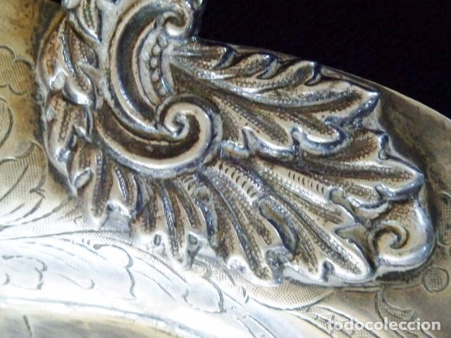Antigüedades: Bandeja de plata batida con marcas de platero. Córdoba 1859. A. Castejón y J. de León. 42 cm. - Foto 5 - 88360076