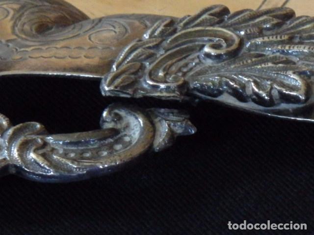 Antigüedades: Bandeja de plata batida con marcas de platero. Córdoba 1859. A. Castejón y J. de León. 42 cm. - Foto 6 - 88360076