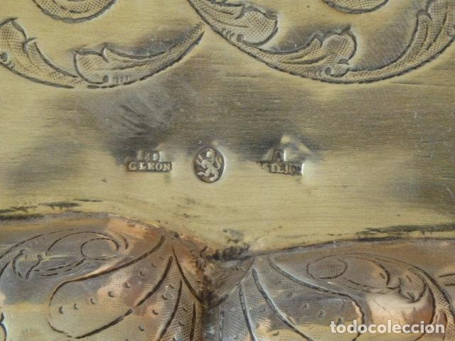 Antigüedades: Bandeja de plata batida con marcas de platero. Córdoba 1859. A. Castejón y J. de León. 42 cm. - Foto 8 - 88360076