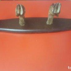 Antigüedades: PERCHERO PATAS DE CORZO EN MADERA. Lote 88490824