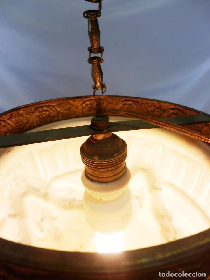Antigüedades: Lámpara modernista con gran Globo en cristal glaseado. Años 1890-1900 - Foto 5 - 88518700