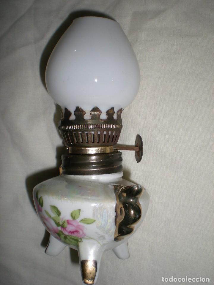 Antigüedades: precioso quinque miniatura en porcelana fina con tulipa de opalina blanca dibujos florales 14 cm - Foto 2 - 88737308