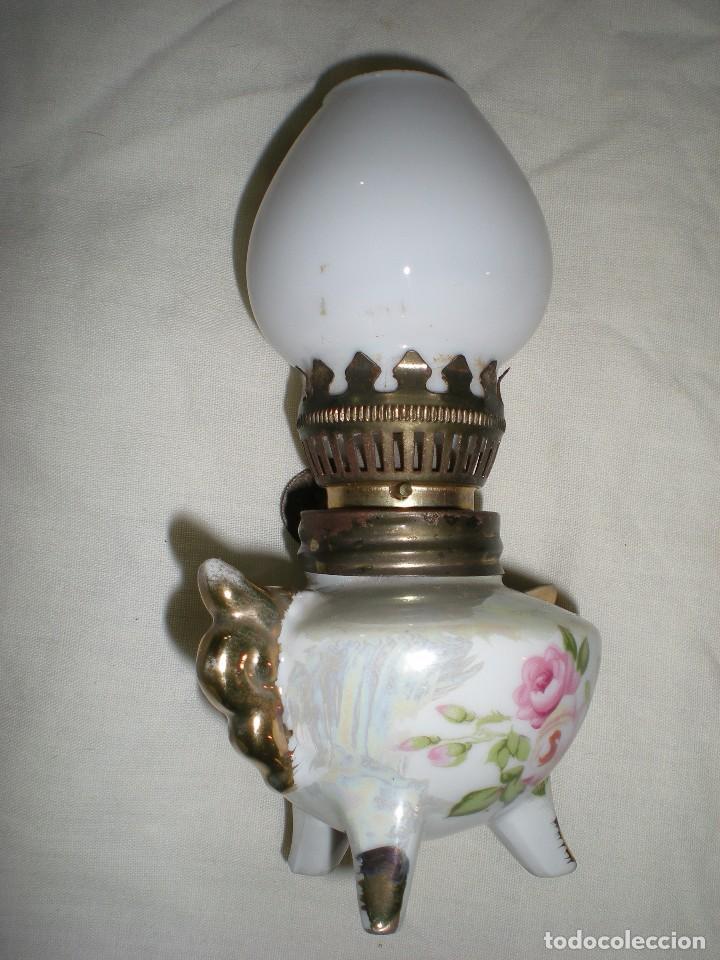 Antigüedades: precioso quinque miniatura en porcelana fina con tulipa de opalina blanca dibujos florales 14 cm - Foto 3 - 88737308