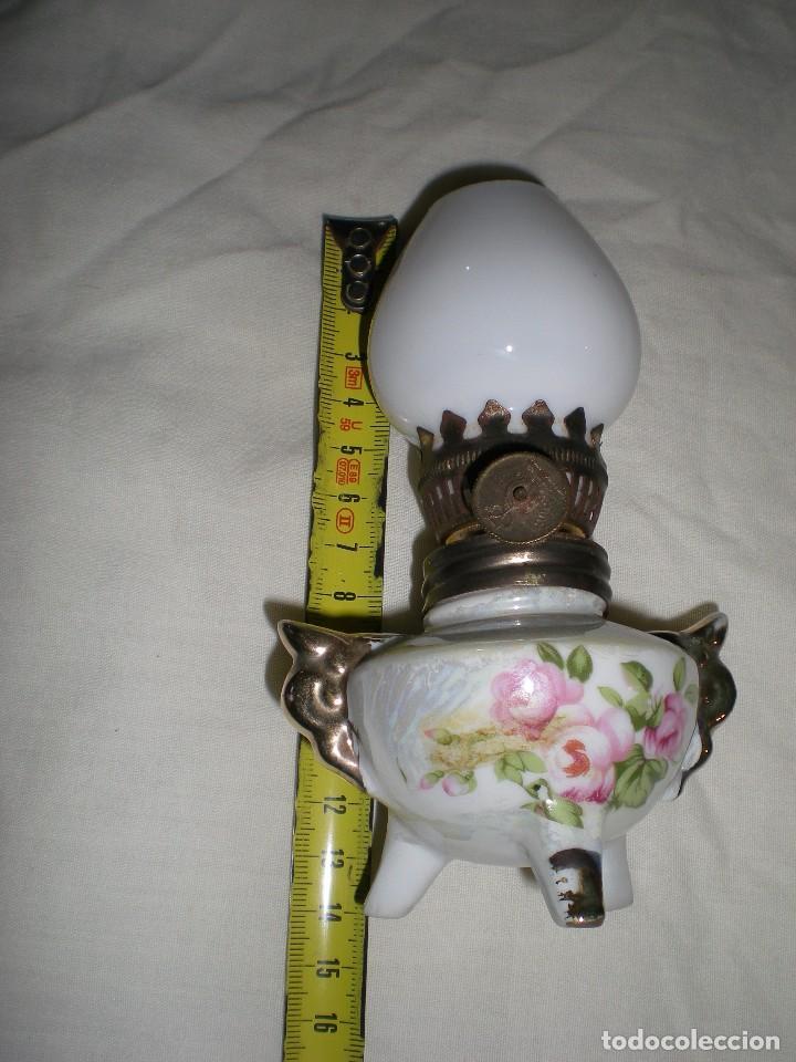 Antigüedades: precioso quinque miniatura en porcelana fina con tulipa de opalina blanca dibujos florales 14 cm - Foto 4 - 88737308