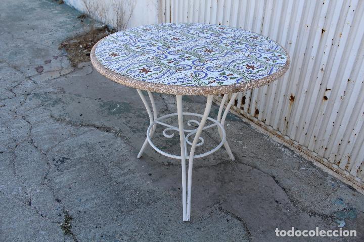 Mesa de jardin en hierro y tablero de azulejos comprar for Mesas de jardin de hierro