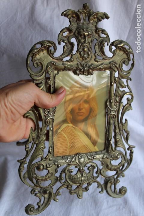 Antigüedades: ANTIGUO PORTAFOTOS DE ESTILO BARROCO EN BRONCE CARA MITOLÓGICA MARCO PORTARETRATOS - Foto 11 - 110159112