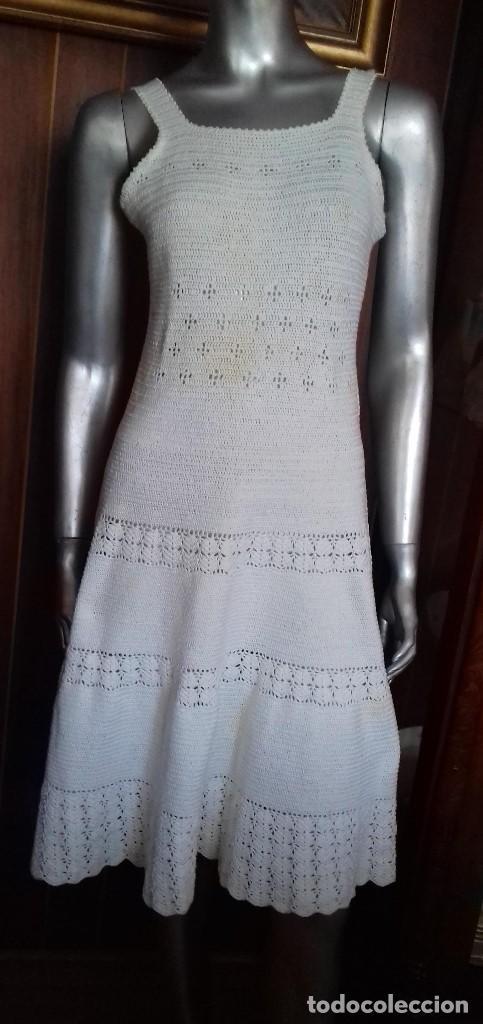 ANTIGUO Y PRECIOSO VESTIDO DE CROCHET HECHO A MANO. (Antigüedades - Moda y Complementos - Mujer)