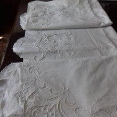 Antigüedades: ANTIGUA Y BONITA SABANA BORDADA A RICHELIEU, DE ALGODON. DE MANOLA DORADA.. Lote 88815372