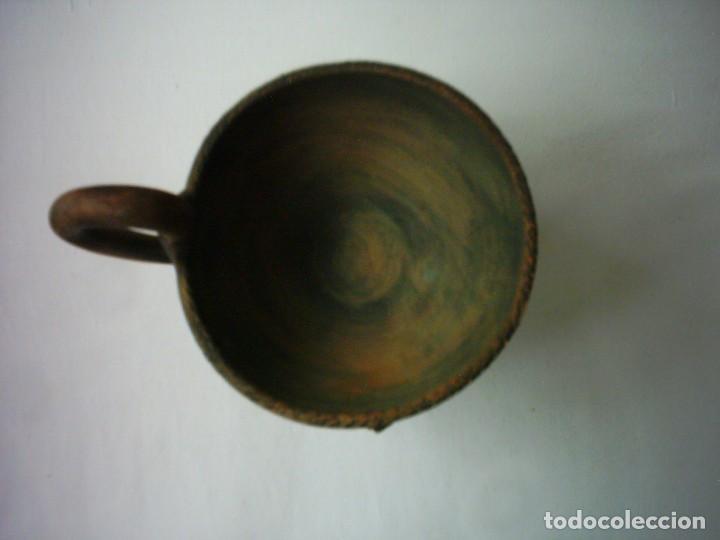 Antigüedades: COPA DE BARRO CON FINO MODELADO DE LEÓN EN RELIEVE. 14 X 13 Cm. - Foto 2 - 88832400