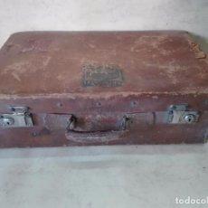 Antigüedades: ANTIGUA MALETA DE CUERO CON PEGATINAS - 51 X 31 X 17 CM.. Lote 88859204