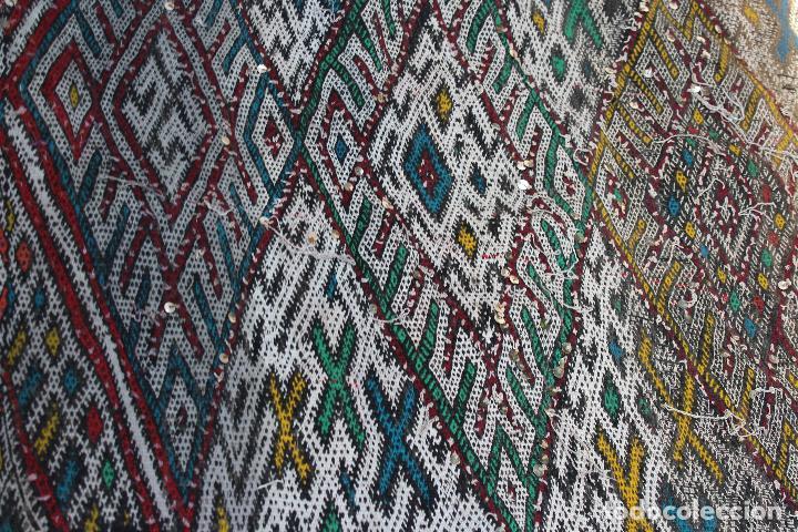 Antigüedades: Antigua alfombra marroquí con lentejuelas realizada en telar manual 2,30 x 1,30 kilim - Foto 4 - 88884524