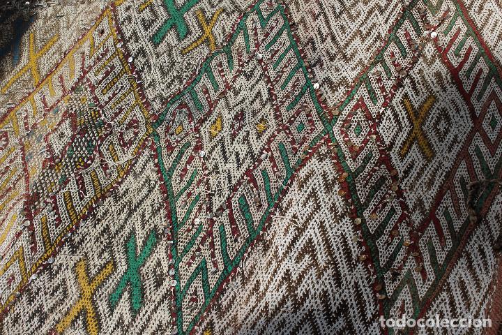 Antigüedades: Antigua alfombra marroquí con lentejuelas realizada en telar manual 2,30 x 1,30 kilim - Foto 5 - 88884524