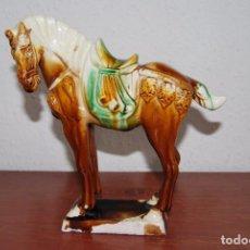 Antigüedades: CABALLO DE CERÁMICA CHINA ESMALTADA - AÑOS 60. Lote 88965136