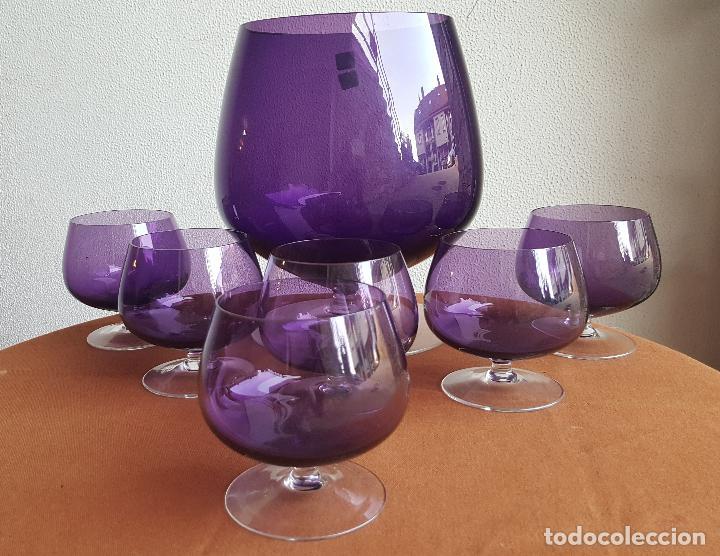 Antigüedades: Ponchera lila con copas. Precioso cristal vintage. - Foto 2 - 88965476