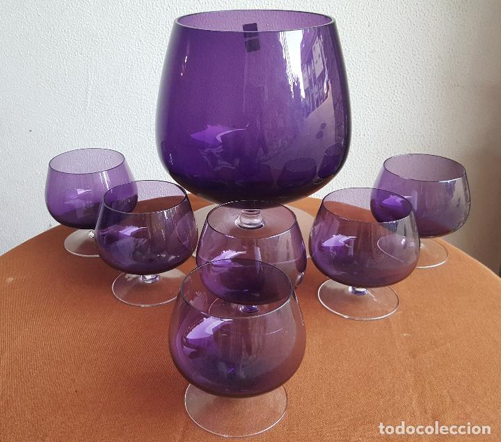 Antigüedades: Ponchera lila con copas. Precioso cristal vintage. - Foto 3 - 88965476
