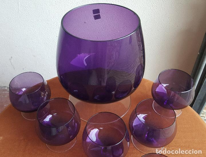 Antigüedades: Ponchera lila con copas. Precioso cristal vintage. - Foto 6 - 88965476