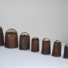 Antigüedades: OCHO CENCERROS DE METAL - CAMPANOS - CENCERRO - CAMPANO - GANADO - GANADERÍA - CANTABRIA. Lote 88966196