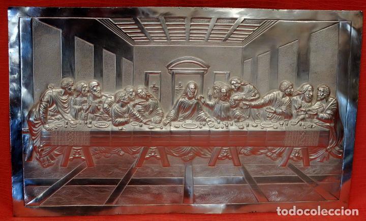 JUAN ANTONI CASADESUS (BARCELONA, ACT. 1ª MITAD SIG.XX) PLAFON DE LA SANTA CENA EN PLATA REPUJADA (Antigüedades - Religiosas - Varios)