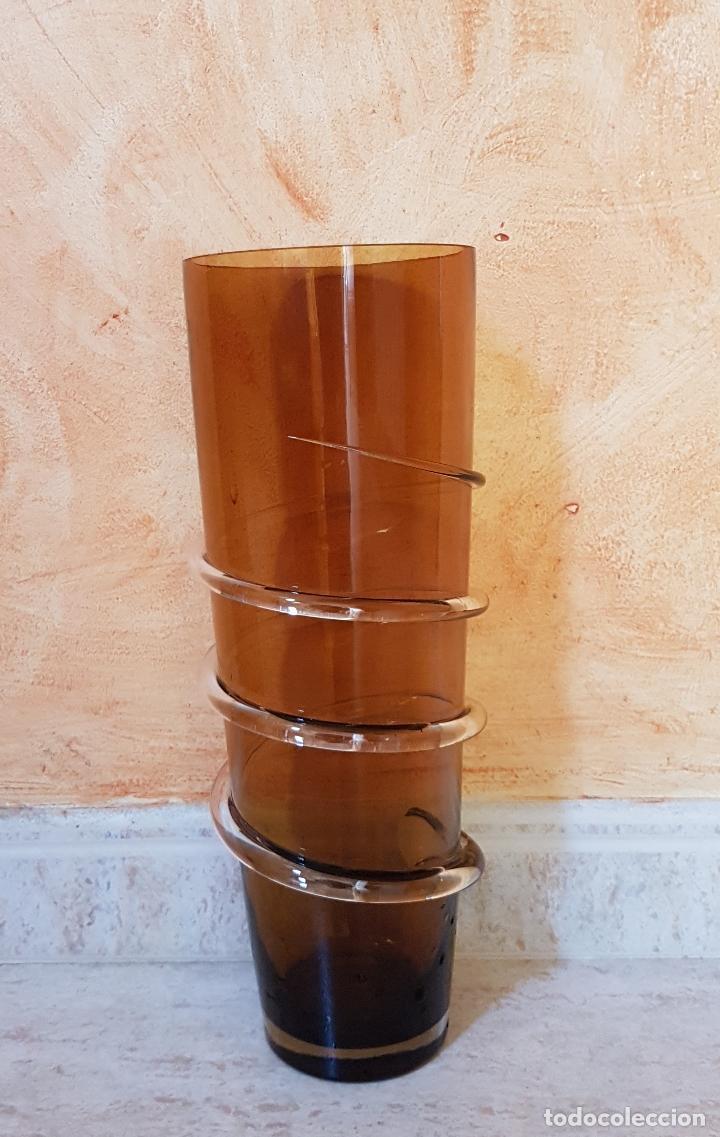 Antigüedades: Antiguo jarrón florero de estilo modernista en cristal soplado en tono ambar de diseño. - Foto 3 - 89053792
