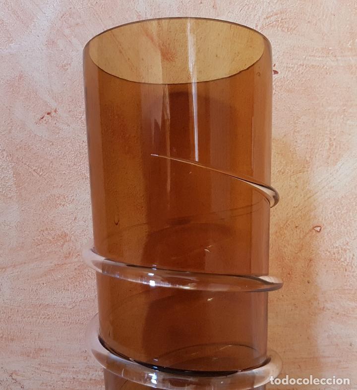 Antigüedades: Antiguo jarrón florero de estilo modernista en cristal soplado en tono ambar de diseño. - Foto 4 - 89053792