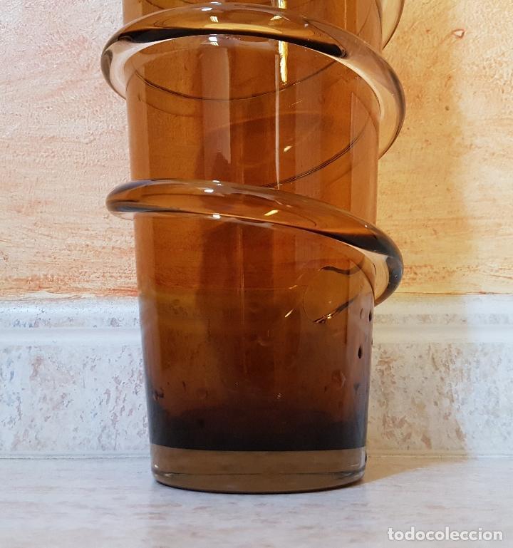 Antigüedades: Antiguo jarrón florero de estilo modernista en cristal soplado en tono ambar de diseño. - Foto 5 - 89053792