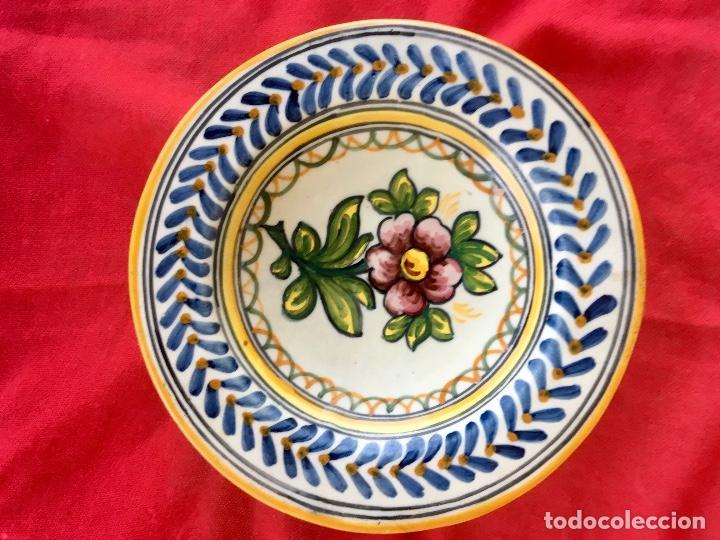 Antigüedades: Plato 1970 ceramica Talavera MAVE ( trabajadores Ruiz de luna) motivos florales relieves 25,5 - Foto 11 - 89057584
