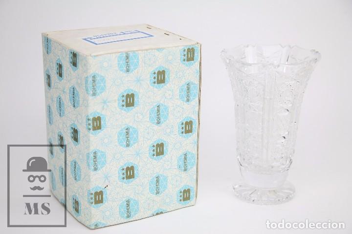 Antigüedades: Jarrón de Cristal de Bohemia - Tallado a Mano, 24% PbO - Caja Original - Checoslovaquia - Foto 2 - 89058024