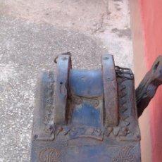 Antigüedades: ANTIGUA SILLA DE MONTAR DE CARRO, CON LAS INICIALES B A TACHUELADAS EN EL CUERO.. Lote 89089328