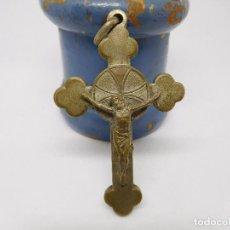 Antigüedades: CRUCIFIJO ANTIGUO CON RELIQUIA EN EL INTERIOR. Lote 89091584