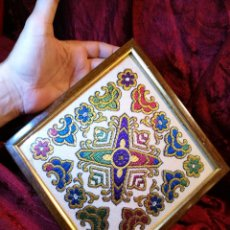 Antigüedades: ANTIGUO TAPIZ EN JACQUARD DE ALGODON SATEN ..TAPETE...ENMARCADO ----ROMBO--ROMBOIDAL. Lote 89121220